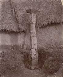 Monolithic sculptured pillar, Deo Baranark